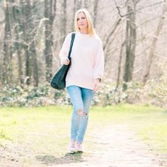 Another image from yesterday wearing this super soft pastel pink over sized jumper from @topshop Worn with grey suede star bag by @twinkletwinklelewes #topshop #instalove #ootd #picoftheday #springfashion #pinktrainers #rippedjeans #instafashion #sunshine #instastyle #fashionover40 #fortyplusstyle #casualstyle #fblogger #dunelondon #twinkletwinklelewes