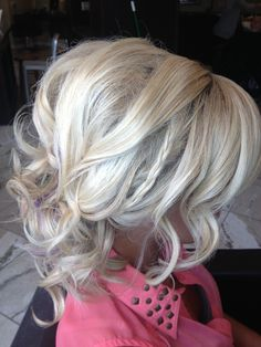 I'm feeling some sort of low curly updo for prom Good Hair Day, Love Hair, Fancy Hairstyles, Wedding Hairstyles, Gorgeous Hairstyles, Hair Heaven, Hair Affair, Hair Dos, Hair Inspiration