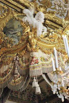 LA LIAISONS D'MARIE ANTOINETTE:  Marie Antoinette's bedchamber