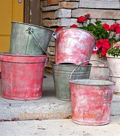 {How to Paint Galvanized Buckets for the Holidays, or anytime with CeCe Caldwells paints. Painting Galvanized Metal, Galvanized Buckets, Tin Buckets, Cheer Buckets, Galvanized Decor, Clay Paint, Milk Paint, Art Deco Home, Paint Cans