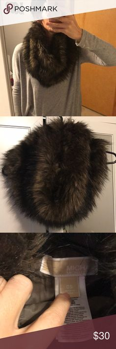 Michael Kors faux fur scarf Cozy faux fur scarf. No flaws Michael Kors Accessories Scarves & Wraps