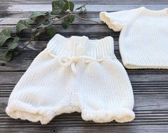 Absolutely soft and silky baby shorts are perfect and comfortable clothes on spring or cool summer days. It's made of Italian yarn by Lana Gatto. The shorts are ideal for diapers! Strings are very soft. The shorts for walkers (up 9 months) are made with reinforced elastic band. Merino wool