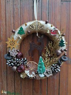 Óarany színű őzikés ajtókoszorú - karácsony, tél, ajtódísz, kopogtató, óarany (Bokretaberek) - Meska.hu Christmas Decorations, Christmas Decor, Christmas Tables, Christmas Jewelry