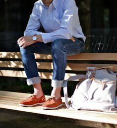 Simple, classic, casual. The cuffs are a bit deep—keep them more shallow. The color of the boat shoes complete this look.