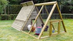 Building A Chicken Coop 489907265691602138 - Poulailler triangle Source by delphecerdan Chicken Coop Pallets, Diy Chicken Coop Plans, Building A Chicken Coop, Chicken Tractors, Chicken Barn, Chicken Cages, Chicken Runs, Backyard Coop, Backyard Chicken Coops
