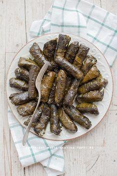 Dolmades o dolmadakia ovvero involtini di foglie di vite ripieni di riso - Trattoria da Martina - cucina tradizionale, regionale ed etnica