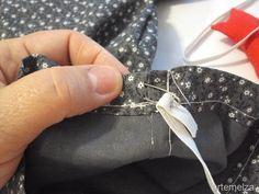 Você vai precisar de meio metro (não gasta tudo) de tecido em que predomine a cor preta, um retalhinho de tecido vermelho, um pou...