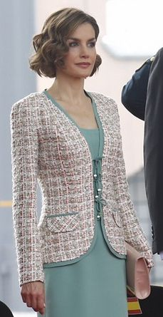 Spanish Queen Letizia stands on a staging area as Don Felipe and Peña Nieto rev Mode Bcbg, Chanel Style Jacket, Queen Letizia, Tweed Jacket, Work Attire, Lady, Fashion Dresses, Jackets For Women, Spanish Queen