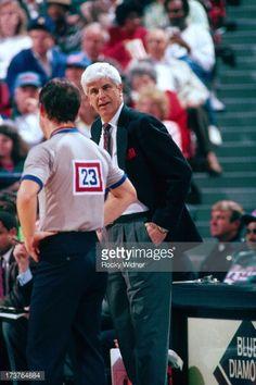 Fotografia de notícias : Head Coach Del Harris of the Milwaukee Bucks...
