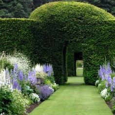 GLORIOUS GARDENS | Mark D. Sikes: Chic People, Glamorous Places, Stylish Things