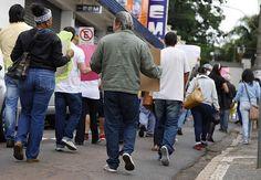 Pacientes do CAPS II, Núcleo Infantojuvenil e Núcleo Álcool e Drogas de Santa Bárbara e seus familiares, caminharam em alusão ao Dia Nacional da Luta Antimanicomial.