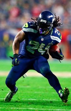 Marshawn Lynch of the Seattle Seahawks Seahawks Players, Nfl Football Players, Seahawks Fans, Bears Football, Seahawks Football, Football Pics, Football Helmets, Nfl Seattle, Seattle Seahawks