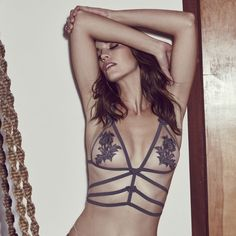 This is a warning, For Love & Lemons Skivvies' Nikki Bralette is about to cause some major heat. Designed on a gorgeous nude tulle, this bralette was designed to have major sex appeal with its bondage strap detailing. The appliqué detailing and bow trimming add a feminine touch.