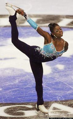 """Surya Bonaly est la créatrice d'un mouvement sur la glace, le salto arrière, jambes tendues, pieds décalés, réception sur un pied. Cette figure porte son nom, le """"Bonaly"""