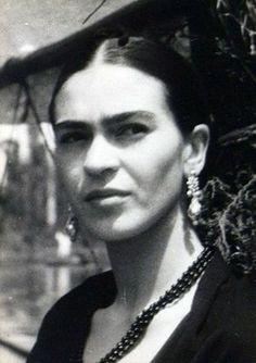 Beautiful photo of Frida Kahlo. Love her cheekbones in this photo.