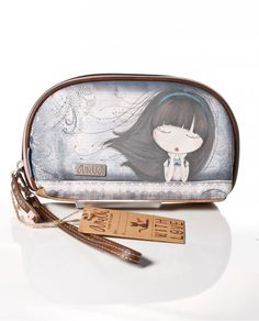 Bolso de mano portatodos de la muñequita Anekke serie Moon
