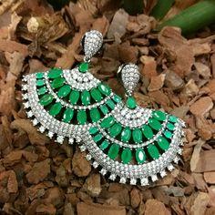 Brinco leque em crisopásio verde....luxo... TÂNIA SEMI-JÓIAS... Enviamos p/ td Brasil.