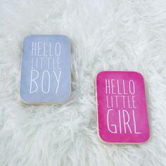 """Houten blok """"Hello Boy & Girl"""" www.liefderijklievedingen.nl"""