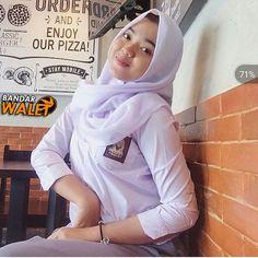Pin Image by Hijabi Gemes Hijab Teen, Girl Hijab, Singapore School, Hijab Pins, Hijab Chic, High School Girls, Beautiful Hijab, Indian Beauty Saree, Hijab Fashion
