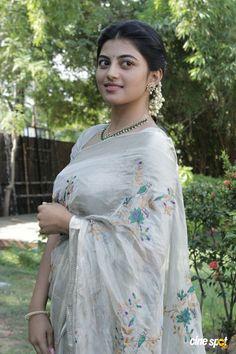 Actress Anandhi Beautiful Stills In White Saree Beautiful Girl Indian, Most Beautiful Indian Actress, Beautiful Saree, Beautiful Ladies, Beautiful Bollywood Actress, Beautiful Actresses, Beauty Full Girl, Beauty Women, Beauty Girls