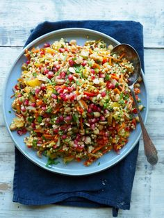 - Marokkansk-inspirert Couscous-Salat - using pearl couscous, or use pasta-couscous, even better use big-sized bulgur. Pearl Couscous, Couscous Salad, Shawarma, Vegan, Tex Mex, Fried Rice, Tapas, Food To Make, Curry