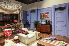 """21 Things That Happened When We Visited The Set Of """"Friends"""" Girls Apartment, Friends Apartment, Colorful Apartment, Apartment Living, Friends Set, Friends Tv Show, Friends Moments, Tv Decor, Room Decor"""