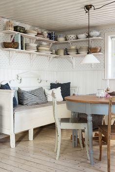 Shabby Chic Farmhouse, Farmhouse Style Kitchen, Rustic Kitchen, Country Kitchen, Shed Interior, Interior Design, Scandinavian Cottage, Cottage Kitchens, Cottage Interiors