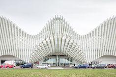 Ingresso stazione ferroviaria mediopadana dell'alta velocità, realizzata a Reggio Emilia dallo studio di architettura Calatrava. Entrance of the Mediopadana railway station, built in Reggio Emilia and designed by Calatrava.