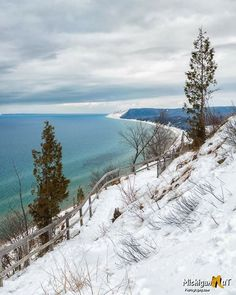 This is a great winter hike that rewards you with a beautiful Lake Michigan view. Cincinnati Zoo, Mackinac Bridge, Lake Huron, Winter Hiking, Tourist Information, Mackinac Island, Upper Peninsula, Lake Michigan, Great Lakes