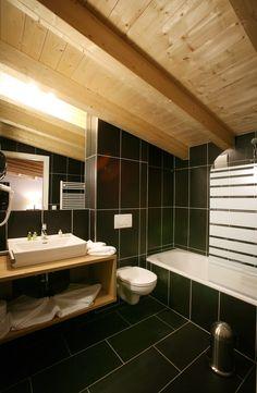 banyan hotel st anton am arlberg Style Asiatique, Bathroom Lighting, Bathtub, Mirror, Furniture, Home Decor, Standing Bath, Homemade Home Decor, Bathroom Vanity Lighting