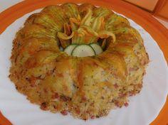 Tortino di riso con il prosciutto cotto, le zucchine e i fiori di zucca