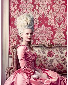 Kirsten Dunst as Marie Antoinette, photographed by Annie Leibovitz for Vogue, September 2006 💖💖💖