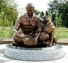 Memorial Honoring the War Dogs who served in the Vietnam War. Many lost their lives. Many had to be left behind. This is so sad that man did not return the favor by saving their lives like they did theirs. Military Working Dogs, Military Dogs, Police Dogs, Military Service, Amor Animal, Mundo Animal, Statues, Vietnam Veterans, Vietnam War