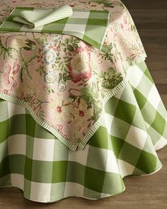 Green+&+White+Tablecloth,+Table+Topper,+Placemats,+&+Napkins+by+French+Laundry+Home+at+Horchow.