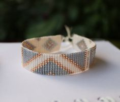 Bracelet beads woven miyuki, width 16mm, length of the bracelet 15cm, closes with a cord in nylon adjustable and adjustable depending on the