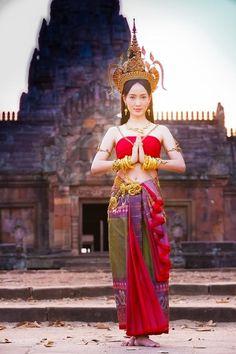 """เปิดฉาก """"นาคี"""" จุดเริ่มต้น 3 ยุคเจ้าแม่นาคี Traditional Thai Clothing, Traditional Fashion, Traditional Dresses, Ghana Culture, Thailand Costume, Miss Universe National Costume, Thai Wedding Dress, Native Wears, Costumes Around The World"""