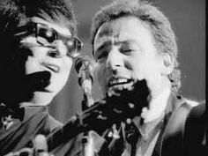 Roy Orbison & Bruce Springsteen (picture from Black and White Night) take us into Tennessee. The road trip continues!