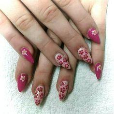 #flower #nails #pink #spring #trends
