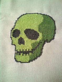 Skull Cross Stitch Cross Stitching, Cross Stitch Embroidery, Cross Stitch Patterns, Cross Stitch Skull, Halloween Cross Stitches, Crochet Cross, Loom Beading, Diy, Pixel Art
