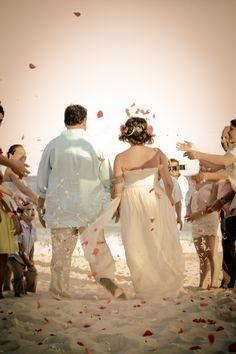 #playadelcarmen dream come true #beachwedding #destinationwedding destination wedding #rivieramaya playa del carmen #mayanwedding mayan wedding boda maya #bodamaya. Fué una ceremonia mágica.