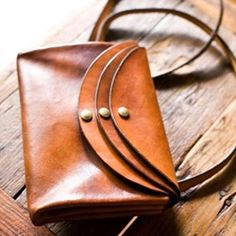 a.b.k. is a Brooklyn based leather accessories brand, handcrafted by designer Alya B. Kazakevich. Her designs combine a certain sensibility for the urban style, the simplicity and the love for the earth with a hint of nostalgia.