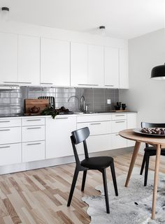 Lovely Apartments styled by Swede Daniella Witte - Nordic Design Small Basement Kitchen, Basement Kitchenette, Kitchen On A Budget, Kitchen Tiles, Kitchen Dining, Kitchen White, Lovely Apartments, Cocinas Kitchen, Dining Room Design