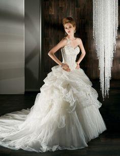 Fashionable one shoulder natural waist tulle wedding dress
