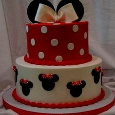 Minnie Mouse Cake. Just the too layer.