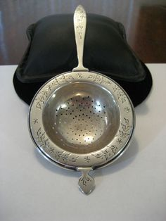 Lovely Antique American Sterling Silver Tea Strainer Frank Whiting C1900 Tea Strainer, Tea Infuser, Bag Holders, Tea Sets, Utensils, Cup And Saucer, Linens, Tea Time, Signage