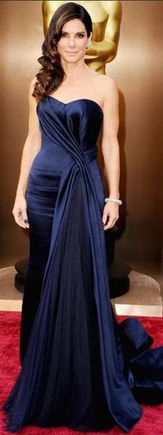 Who made Sandra Bullock's blue sweetheart gown and jewelry that she wore to the 2014 Oscars?