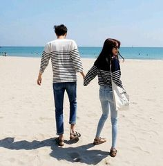 from the story Ulzzang [얼짱] by xxmochimacchiato (Møchi) with 807 reads. Matching Couples, Matching Outfits, Cute Couples, Mode Ulzzang, Ulzzang Girl, Cute Korean, Korean Girl, Couple Ulzzang, Couple Aesthetic