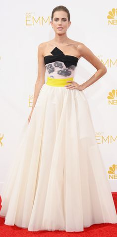 Allison Williams in Giambattista Valli. On of my favorites looks @ The Emmy Awards 2014 Red Carpet. That pop of yellow made the look perfect.