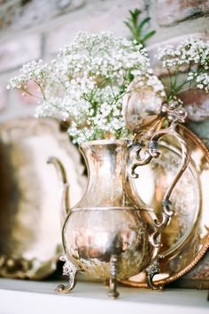 Puffs of Baby's Breath in Vintage Containers - I have Nonni's silver tea pot set Vintage Frames, Vintage Silver, Antique Silver, Silver Teapot, Deco Floral, Floral Design, Chic Wedding, Wedding Rustic, Wedding Vintage