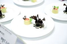 A black swan swims on a plate !